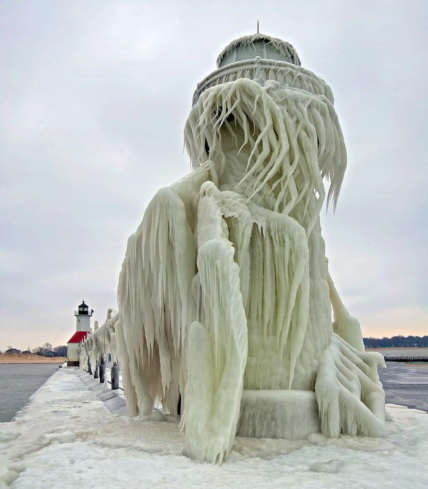 frozen-lighthouse-st-joseph-north-pier-lake-michigan-9