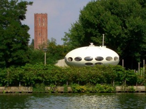 the-futuro-house-project-information-photos-l-L-zSIjXX
